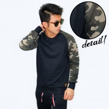 Sweatshirt With Camo Sleeve Black